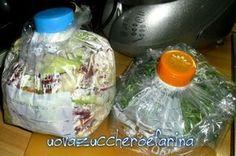 Un'idea geniale per conservare le insalate nel frigo; un sottovuoto fai da te facile ed economico da realizzare con una semplice bottiglia di latte.