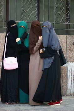 Learn Islam with Quran Mualim is very easy and straight Islamic website. Hijab Niqab, Muslim Hijab, Hijab Chic, Mode Hijab, Muslim Dress, Niqab Fashion, Muslim Fashion, Fashion Muslimah, Beautiful Muslim Women