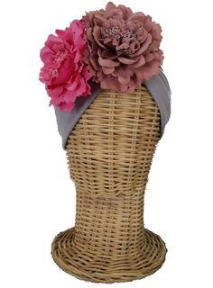 Turbante flores gris Wedding Hair Fascinator, Fascinator Hairstyles, Fascinators, Turbans, Headdress, Headpiece, Race Day Fashion, Cocktail Hat, Love Hat