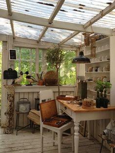 LIttle studio in a shed with translucent roof and plants | Romantiska Hem: Inredningsresan 2014