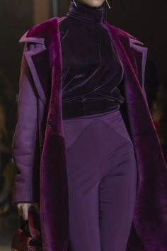 Cushnie Fall 2019 December 17 2019 at fashion-inspo Look Fashion, High Fashion, Fashion Show, Fashion Details, Purple Fashion, Fashion Stores, Fashion Fall, Looks Cool, Looks Style