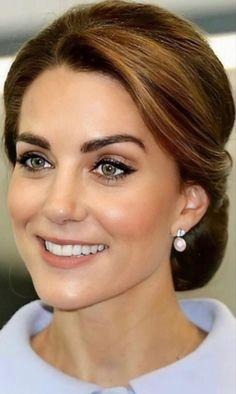 Middleton Family, Kate Middleton Style, Kate Middleton Photos, Kate Middleton Makeup, Pretty Hairstyles, Wedding Hairstyles, Prince Charles And Diana, William Kate, Duchess Kate