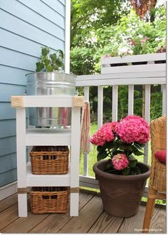 This will come in handy this summer and now that we all stay home more! DIY Beverage Station – Step-By-Step Tutorial Diy Furniture Projects, Cool Diy Projects, Craft Projects, Spring Home Decor, Diy Home Decor, Cool Room Decor, Summer Diy, Vintage Walls, Decorating Your Home