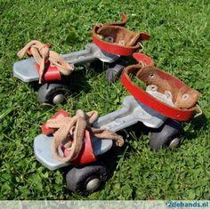 Retro oude rolschaatsen / rollerskates - jaren '70 - rood / met kaplaarzen erin, kon je makkelijk aan en uit stappen