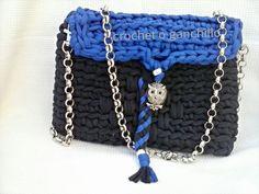 Bolso de trapillo en azul marino y eléctrico con cadena y buho by Crochet o ganchillo