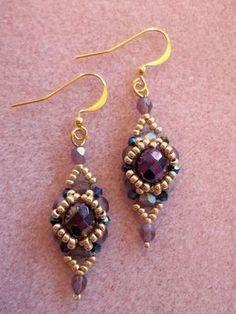 Seed bead jewelry Halo Earrings ~ Seed Bead Tutorials Discovred by : Linda Linebaugh Beaded Beads, Beaded Earrings Patterns, Beads And Wire, Beaded Bracelets, Bead Jewellery, Seed Bead Jewelry, Seed Bead Earrings, Diy Earrings, Hoop Earrings