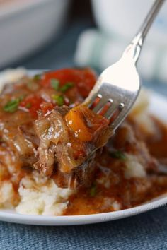 This easy Instant Pot Swiss Steak recipe is made in the pressure cooker with sliced round steak dredged in corn starch and cooked in a peppery tomato beef sauce. Enjoy this updated vintage Swiss steak recipe! Instant Pot Swiss Steak Recipe, Swiss Steak Recipes, Instant Pot Dinner Recipes, Beef Recipes, Cooking Recipes, Recipies, Kale Recipes, Cooking Tips, Atkins Recipes