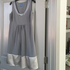 Silver Dress sz 8 Vera Wang dress. Great condition. Knee length Simply Vera Vera Wang Dresses