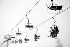 Vom Hotel direkt auf die Piste? Im Berghotel Auenhütte ist das möglich! Direkt an der Piste des Skigebiets Ifen im Kleinwalsertal gelegen, steht Deinem perfekten Skiurlaub nichts mehr im Wege! Track Lighting, Mountain, Ceiling Lights, Ski Trips, Winter Vacations, Ski, Pictures, Outdoor Ceiling Lights, Ceiling Fixtures
