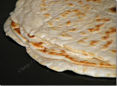Lipii rapide la tigaie de The Kingdom of Narnia Bread Recipes, Vegan Recipes, Cooking Recipes, Barley Recipes, Good Food, Yummy Food, Romanian Food, Just Bake, Pastry Cake