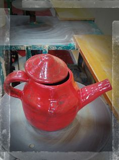 ceracmic tea pot red