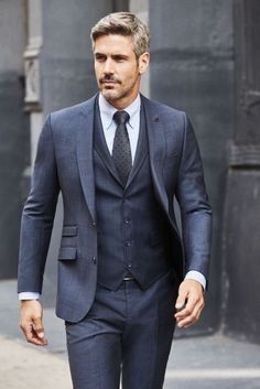 Monochromic gray three piece suit combo with a white button collar shirt gray silk tie. Mens Fashion Blog, Mens Fashion Suits, Mens Suits, Womens Fashion, Stylish Men, Men Casual, Classy Suits, Designer Suits For Men, Herren Outfit
