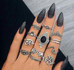 nails, rings, and beauty kép