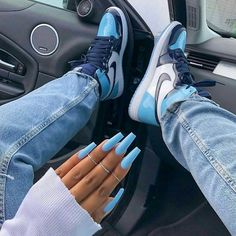 23 Clear Acrylic Nails That Are Super Trendy Right Now Moda Sneakers, Sneakers Mode, Sneakers Fashion, Nike Sneakers, Blue Sneakers Outfit, Gucci Sneakers, Bright Summer Acrylic Nails, Blue Acrylic Nails, Glitter Nails