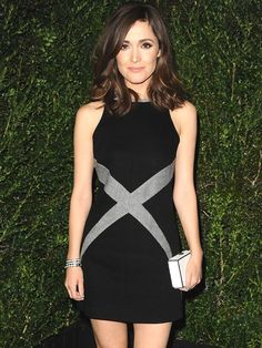 Love the colorblock clutch and the dress. Rose Byrne is rocking it