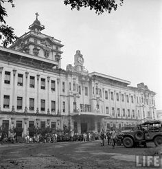 American soldiers outside the main building after after liberating American and Allied prisoners from Japanese captivity at Santo Tomas University. Photo taken on 05 February 1945 by Carl Mydans. Philippines Culture, Manila Philippines, University Of Santo Tomas, Fort Santiago, Philippine Architecture, American Soldiers, Historical Architecture, Old Buildings, Pinoy