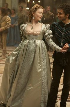 Lucrezia Borgia and Alfonso d'Aragona - Holliday Grainger and Sebastian De Souza in The Borgias (TV series). Italian Renaissance Dress, Mode Renaissance, Costume Renaissance, Medieval Costume, Renaissance Fashion, Renaissance Clothing, Medieval Dress, Os Borgias, Lucrezia Borgia