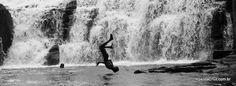 Salto na Cachoeira do Acarai