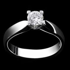 E-BOUTIQUE Liguori, Collezione Bridal Solitario - LAG3741 Anello in oro bianco 18 kt. griffes quadra. www.liguorigioielli.it/#/44/1/anello_solitario_roma_collezione_bridal_liguori_gioielli-44 #liguorigioielli #gioielli #jewels #roma #italy #bridal #anello #weddingring #love Il simbolo di una promessa d'amore.