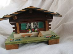 Vintage Swiss Chalet music box / Le Vieux Chalet Swiss musical movement / Swiss Chalet trinket box / MAPSA music box - pinned by pin4etsy.com