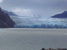 El campo de hielo Patagónico Sur es una gran extensión de hielos continentales, situada en los Andes patagónicos, en la frontera entre Argentina y Chile.