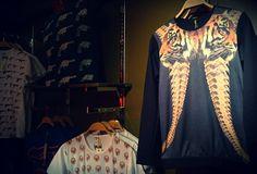 Mecanico Jeans. Consigue tu ropa en www.mecanicojeans.mx #mecanicoonada #mecanico #meanicojeans #fashion #moda #modaurbana #urban #outfit #playera #tshirt #mexico #sudadera #model #lifestyle #streetwear #colores #dessin #diseño #arte #design #lifestyle #clothes #teeshirts #tienda #shop #skull #tiger #symmetry