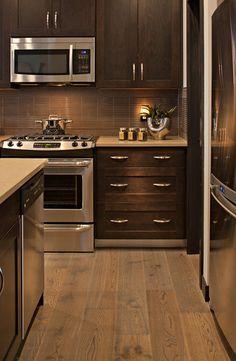 Light Quartz Countertop With Dark Cabinets Kitchens