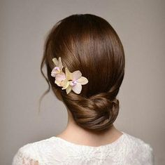 This collection of wedding hairstyles are of Korean wedding hair style. They are simple without complex braiding, but all of them look amazing! Korean Wedding Hair, Curly Wedding Hair, Wedding Hair And Makeup, Bridal Hair, Bride Hairstyles, Hairstyles Haircuts, Wedding Hair Inspiration, Remy Hair Extensions, Hair Looks