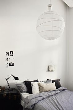 Living in a old factory, dreaming of owning our own place, lots of black and white with a hint of grey, loving design, growing piles of interior magaz Home Bedroom, Modern Bedroom, Bedroom Decor, Black And White Interior, Black Rooms, Inspired Homes, Decoration, Home Furniture, Interior Design