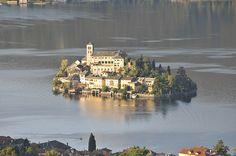 Ten westen ligt van het grotere en bekendere Lago Maggiore ligt het prachtige Lago d'Orta. We ontdekken de mooiste pareltjes in en om het meer.
