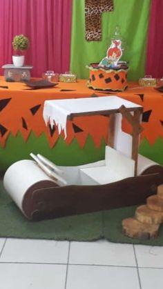 Flintstones birthday party | CatchMyParty.com Boys First Birthday Party Ideas, 1st Birthday Party Themes, Baby Boy First Birthday, Birthday Party Decorations, 2nd Birthday, Decoration Party, Halloween Bags, Pebbles Flintstone, Brixton
