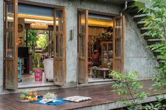บ้านหลังเล็กสไตล์ลอฟท์ปูนเปลือยของศิลปินสาวสวยที่บรรจงวาดบ้านในฝันให้เป็นบ้านในสวน