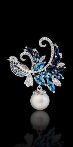 Imagen vía We Heart It https://weheartit.com/entry/168108080 #emerald #gold #jewelry #ruby #bluesapphire #bkgjewelry.com