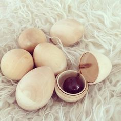 """""""Zero Waste Easter Egg hunt: Easy! Wooden eggs filled with bulk candy / Facile la chasse aux œufs sans déchet: œufs en bois remplis de bonbons en vrac."""""""