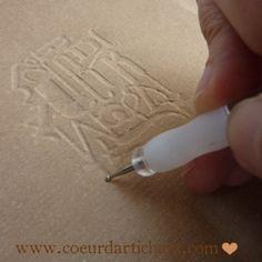 Papier kraft gaufré par embossage à sec. Tutoriel Coeur d'artichaut©
