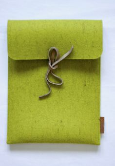 #green #Tablet #cover made of #felt with leather ribbon by #Sojka available on #flooly  link: www.flooly.com/ie/sojka-cover-per-tablet-pouch/16375