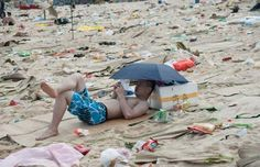Čínská oblíbená pláž.Odpadky jako trvalá součást scenérie.