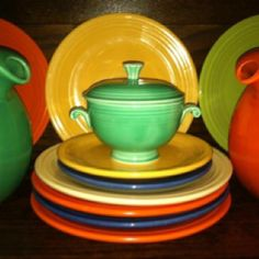 Fiestaware - Homer Laughlin China Co.   My mother had a set in the 1940's and I have them now...memories for dinner!