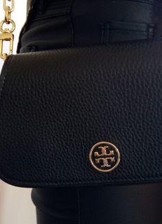 Kup mój przedmiot na #vintedpl http://www.vinted.pl/damskie-torby-i-plecaki/kopertowki/21016299-tory-burch-czarna-torebka-kopertowka