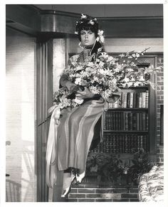 """Bewitched - elizabeth-montgomery Photo where she is playing her """"flower child"""" cousin Serena Endora Bewitched, Bewitched Tv Show, Agnes Moorehead, Bewitched Elizabeth Montgomery, Erin Murphy, Star Actress, Childhood Tv Shows, The Good Witch, Cartoon Tv Shows"""