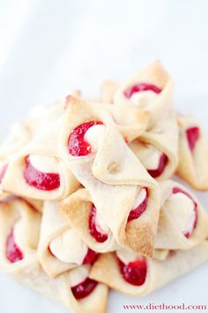 """[Mini Strawberry Cream Cheese Pastries] Ideal for tea parties. """"Soft, flaky and delicious cream cheese pastries filled with a sweet cream cheese mixture and strawberry jam. Pastry Recipes, Baking Recipes, Cookie Recipes, Dessert Recipes, Dessert Ideas, Pie Recipes, Oreo Dessert, Just Desserts, Delicious Desserts"""