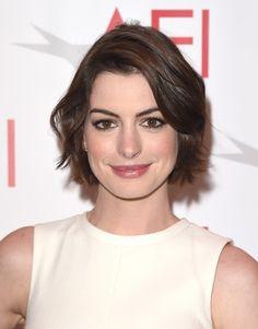 Anne Hathaway hairstyles Anne hathaway haircut, Anne
