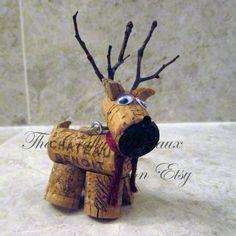 Rustic Deer, Reindeer Twine and Wine Cork Ornament, Christmas Ornament, Gift Tag, Wine Bottle Charm - The Crafty Wineaux Wine Cork Wreath, Wine Cork Ornaments, Wine Cork Art, Wine Cork Crafts, Reindeer Ornaments, Bottle Crafts, Christmas Ornaments, Wine Corks, Christmas Wine