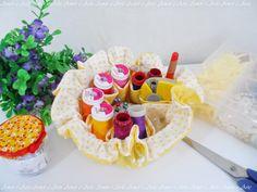 Bolsinha de tecido com divisórias, amarelo e branco