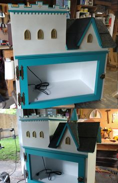 This white stone castle little free library with its turquoise and gold trim was shipped to Rock Island, Illinois. The windows, spiral and the entire upper left side were all 3D printed. Too cool! Built by Little Library Builder of Spokane! www.littlelibrarybuilder.com Little Free Libraries, Little Library, Free Library, Rock Island, White Stone, Fairy Houses, Illinois, Spiral, 3d Printing