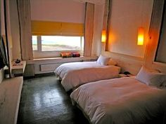 Hotel Remota-EACH ROOM HAS 344 SQUARE FEET AND HAS A PRIVATE BATH- DIRECT DIAL PHONE AND SAFE/ TWO MEETING HALLS 1900 AND 1-470 SQUARE FEET RESPECTIVELY AS WELL AS A RESTAURANT AND BAR . THERE IS AN ADDITIONAL COMPLEX WITH AN INDOOR POOL- SAUNA AND JACUZZI .
