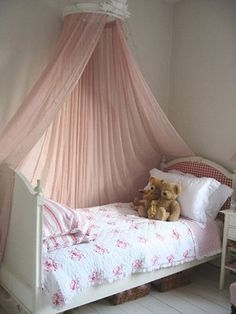 lovely bed! so girly and sweet.
