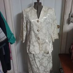 TRUE VINTAGE PABLO COLLECTION Womens 18  Ivory Off White Polyester USA  made #PabloCollection #SkirtSuit