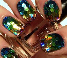 Trend Alert: Shattered Glass Nails