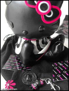 Boyf came home bearing gifts xo Gorgeous 14'' plush Hello Kitty +  Mirrored Charm with emblem :D   http://karistirsepeti.com